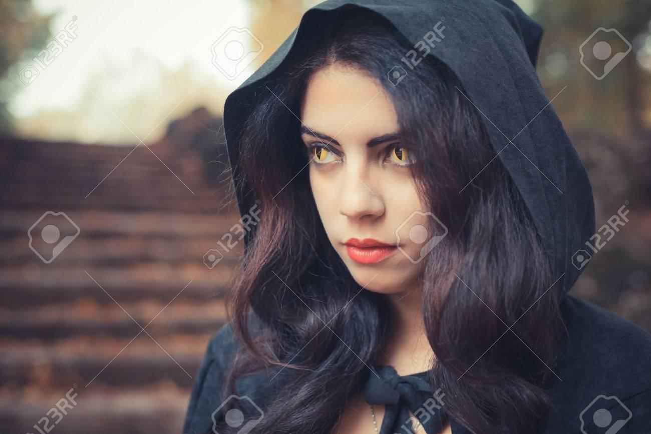 schoene-schwarze-maedchenvampirfotos