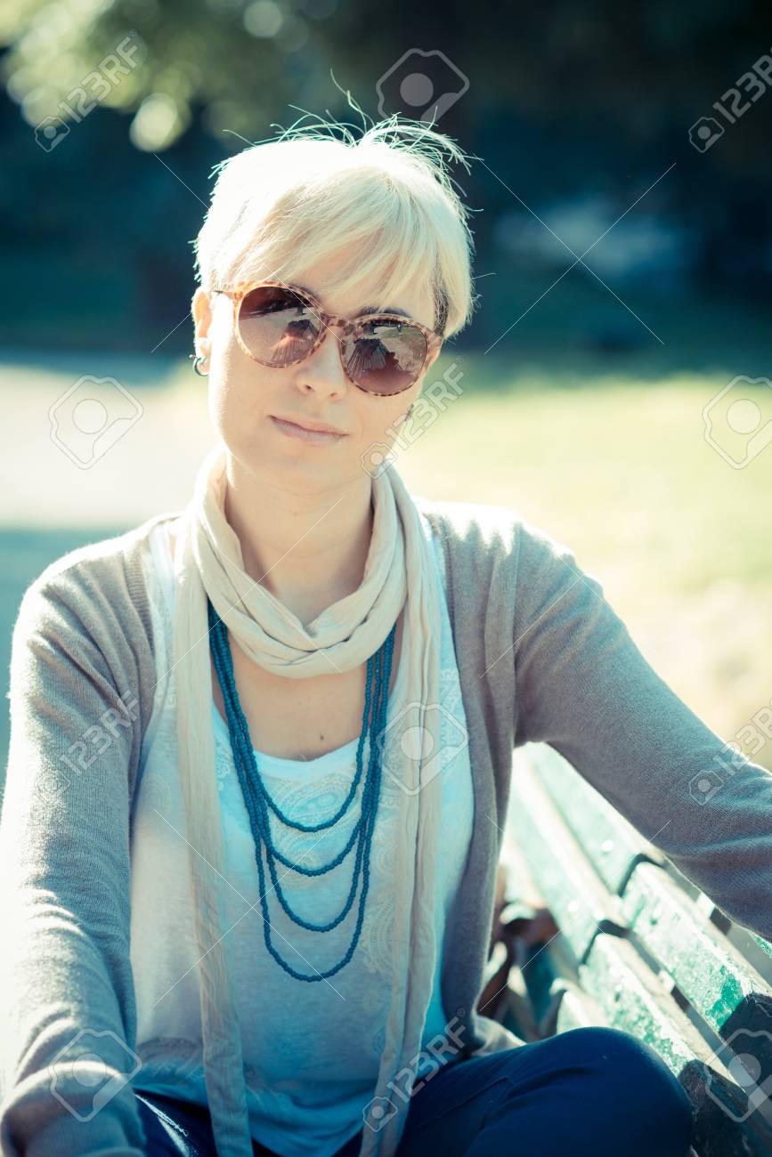 Damen haare kurze blonde Blonde Kurzhaarfrisuren
