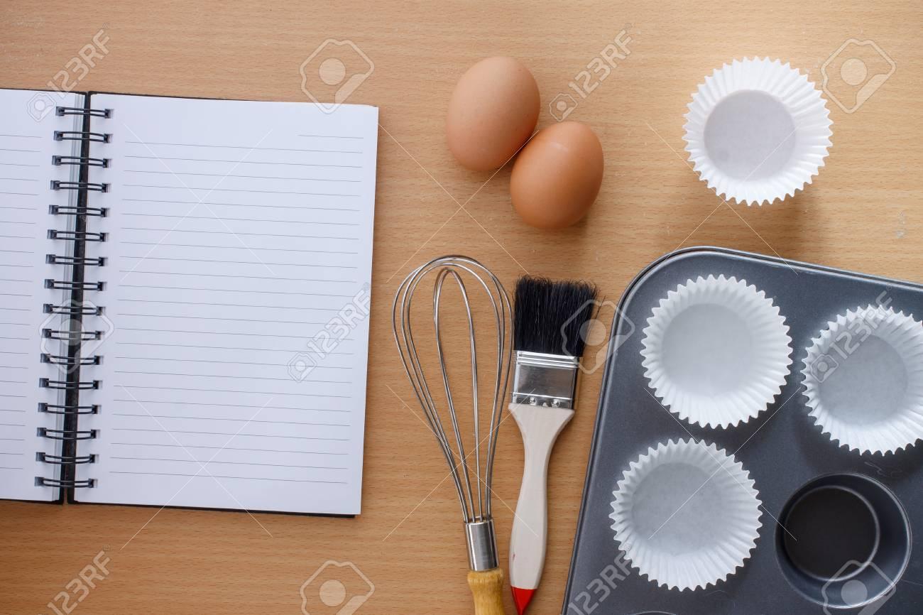 Küchenutensilien Für Die Herstellung Von Muffin Und Notizbuch Für ...