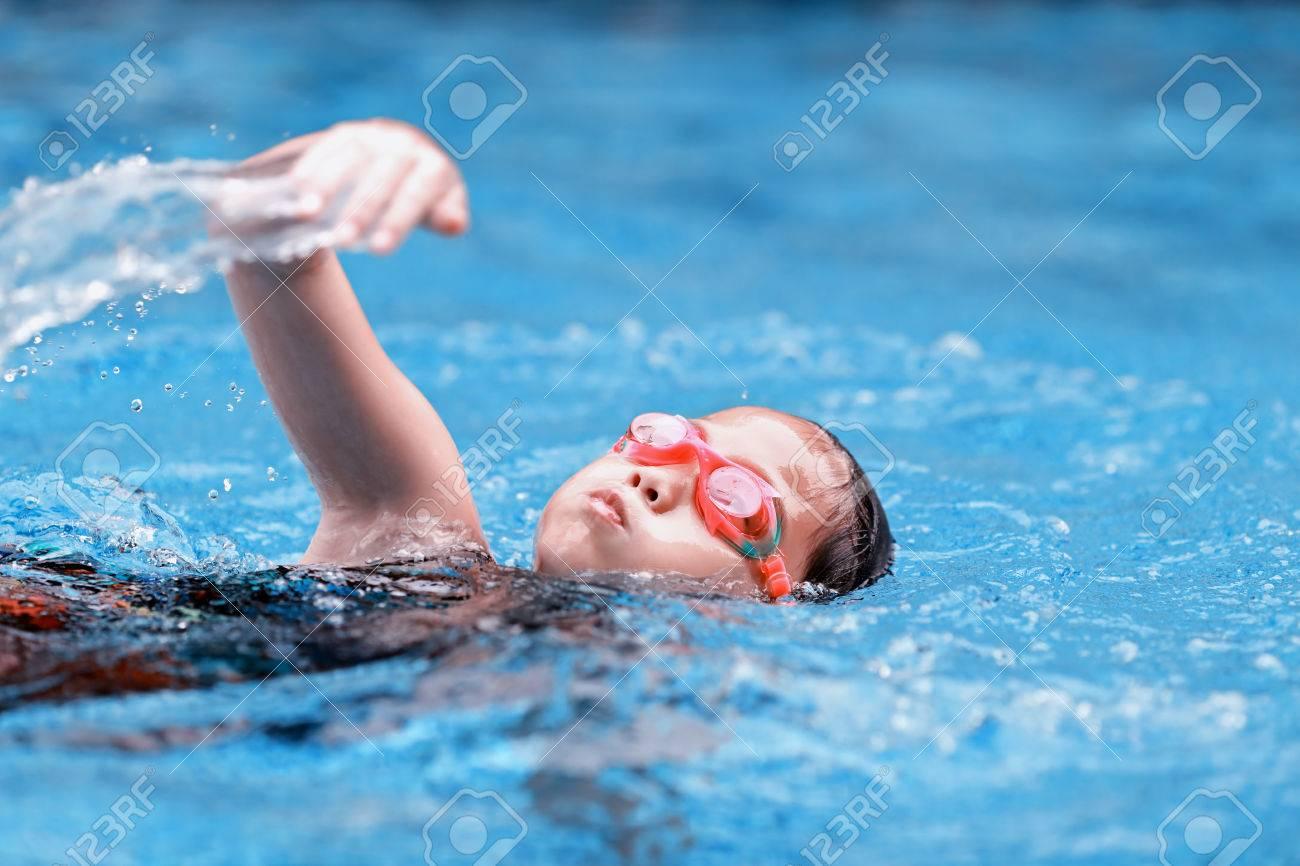 children girl in swimming pool - 28913130