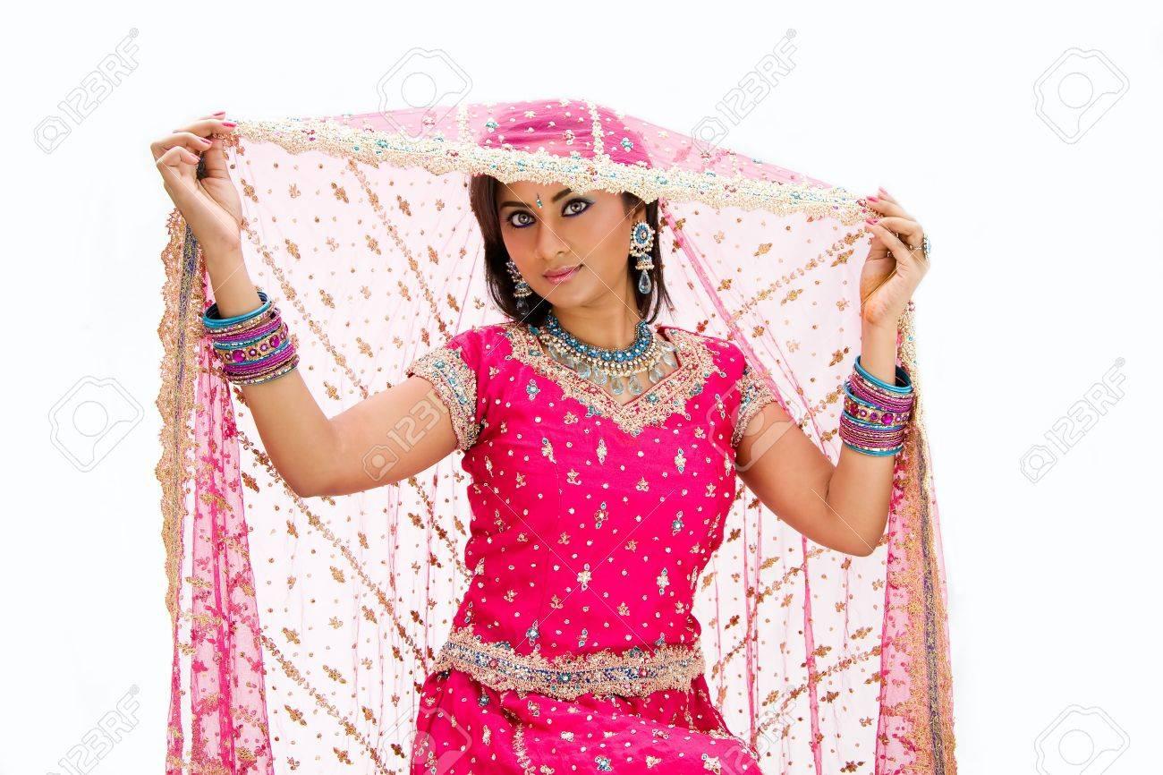 Bangali Hermosa Novia En Colorido Vestido Y Su Velo De Elevación Y ...