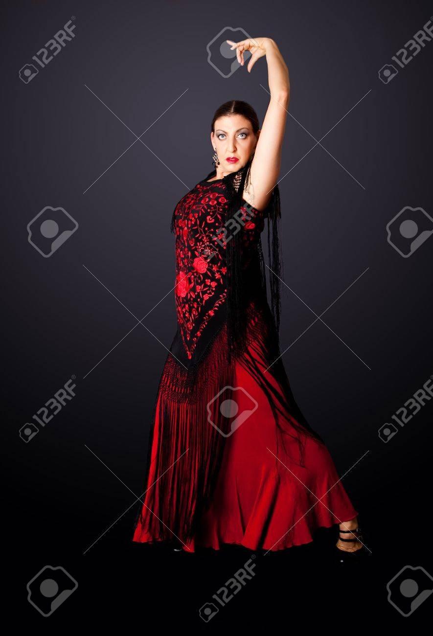 Bailaora De Pasodoble Ropa Línea Mujer ModernaEspañola Flamenco PoseVistiendo Típica Una Con EspañolHacer Hermosa Bailando nP8OwX0k