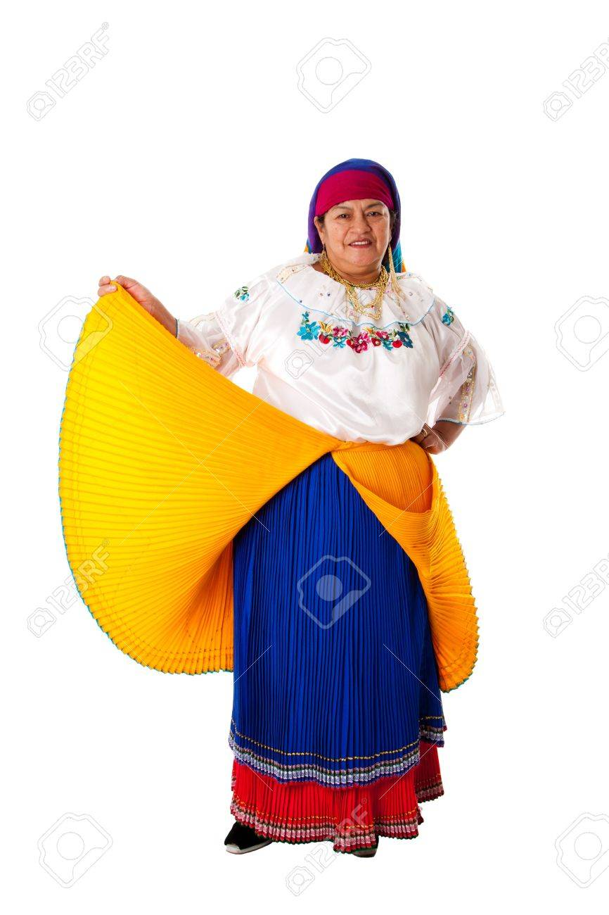 Hermosa Mujer Gitana Latina Senior De América Del Sur Vestido Con Ropa De Folclore De Ecuador Colombia O Venezuela Aislado