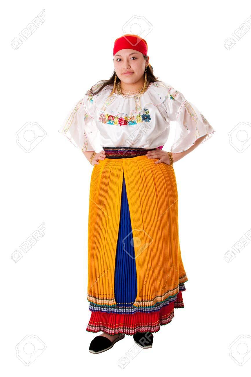 Hermosa Mujer Gitana Latina De América Del Sur Vestido Con Ropa De Folclore De Ecuador Colombia Bolivia O Venezuela Aislado