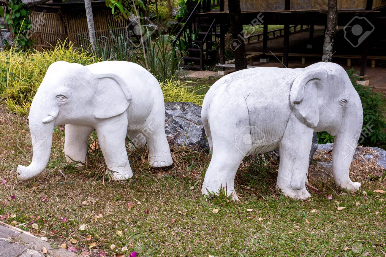 Delicieux Stock Photo   Two White Elephant Statue At The Royal Flora Garden  Chiangmai,Thailand