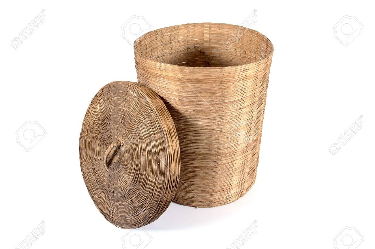 Bambus Mulleimer Korb Mit Deckel Neben Isoliert Auf Weissem