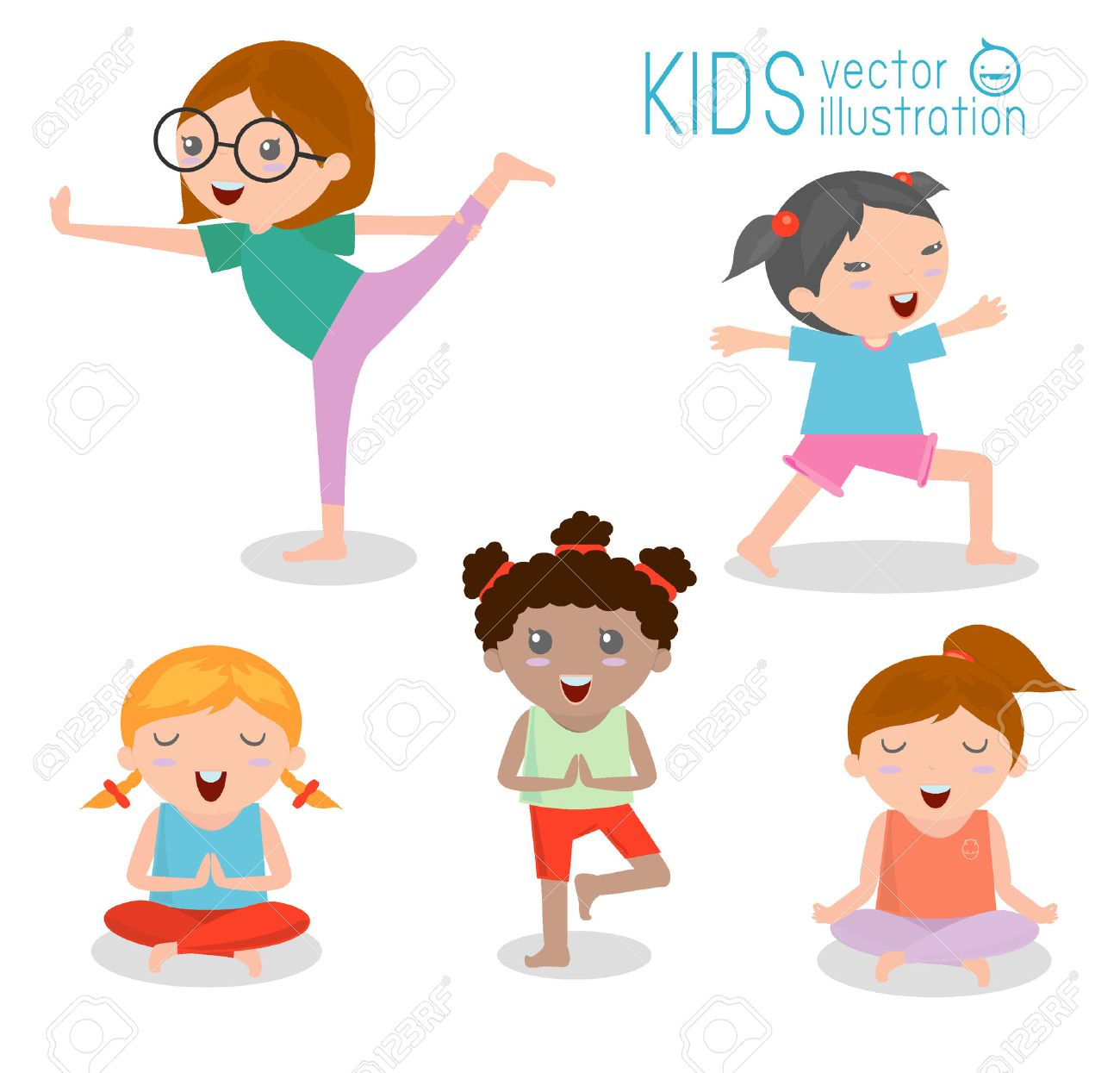 Foto de archivo - Niños que practican yoga, felices los niños de dibujos  animados que practican yoga, juego de Yoga. Los ejercicios de yoga.