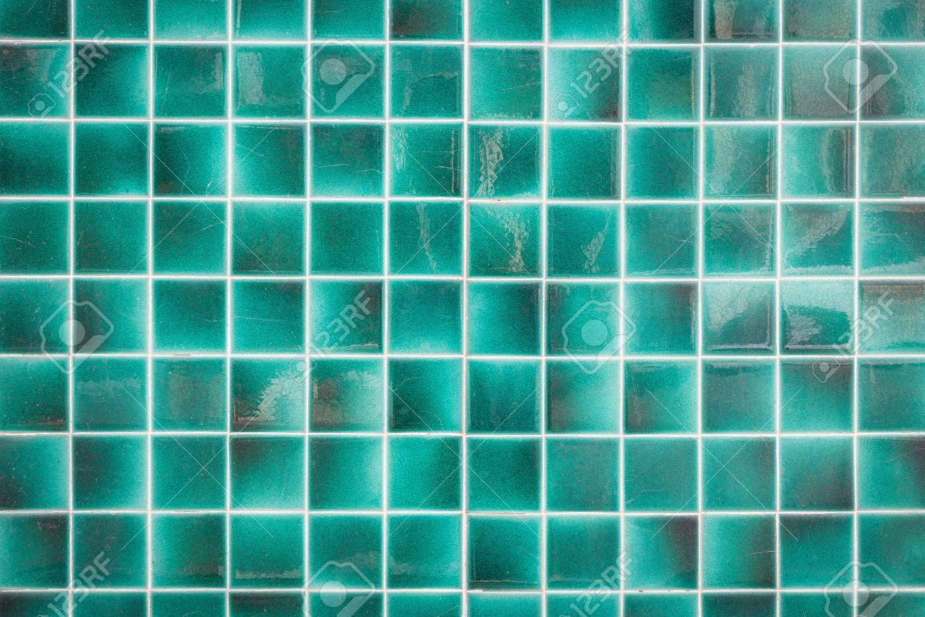 Gros plan vieux texture vert carrelage en céramique salle de bain mur  texture et fond