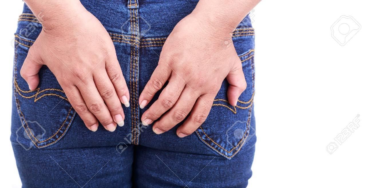 Fermez la main de femme tenant le dos isolé sur fond blanc: les hémorroïdes Concept Banque d'images - 55439883