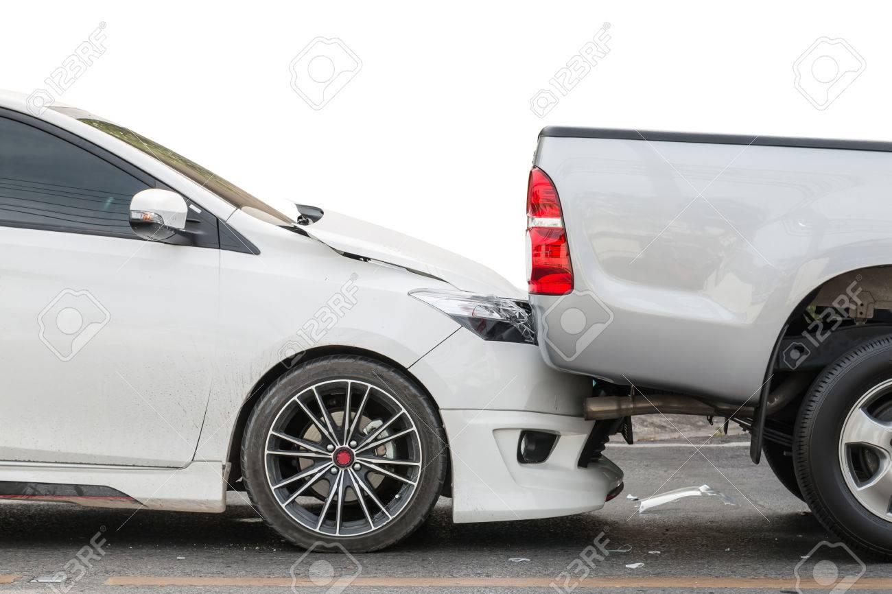 Accident de voiture impliquant deux voitures sur la route Banque d'images - 57108777