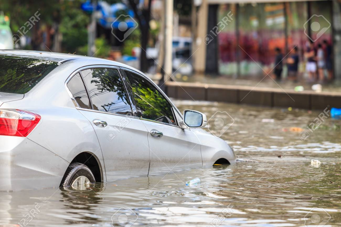 Car parking on the street and show level of water flooding in Bangkok, Thailand. - 89683153