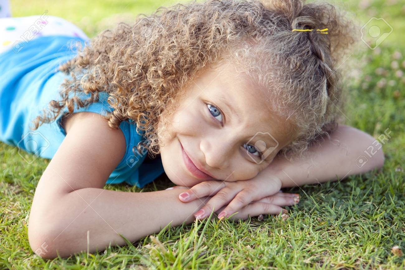 Litle girl playing at the park - 10946634
