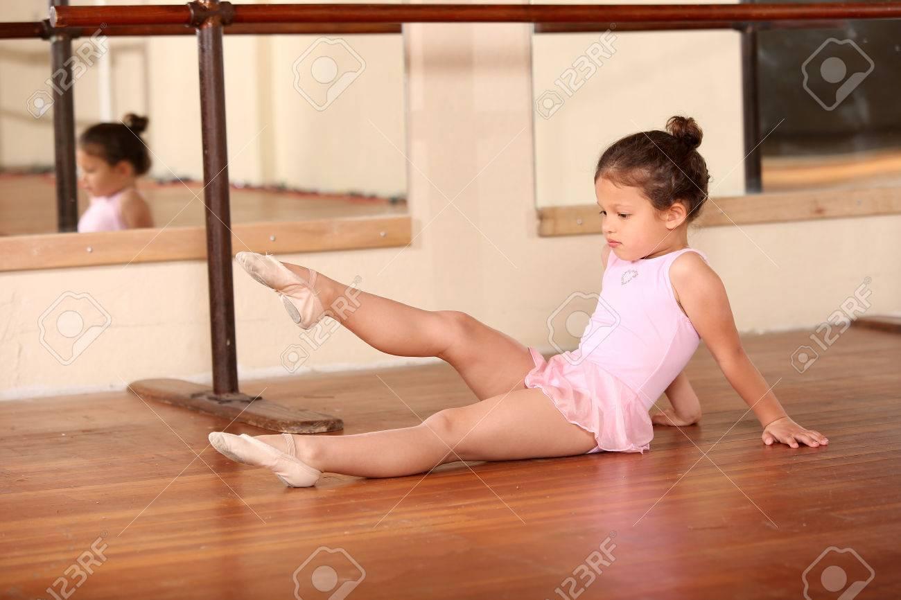 Young little girl ballet dancing - 47917541
