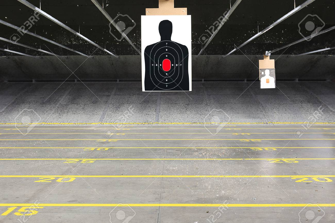 Target rows at an indoor shooting range - 50080307