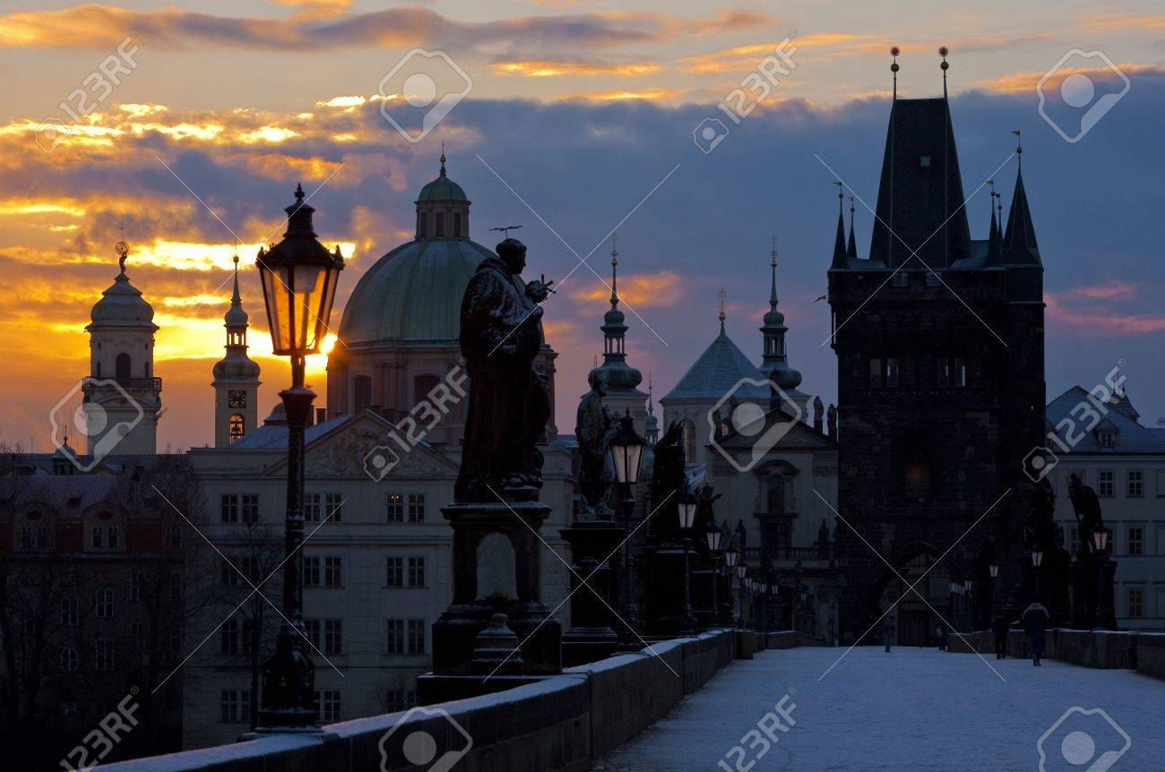 Charles Bridge at dawn, Prague, Czech Republic Stock Photo - 8037315