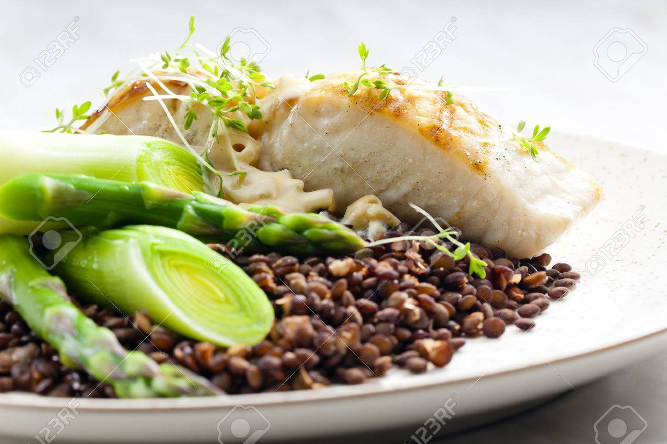 butterfish with green lentils, leek and green asparagus - 12099543