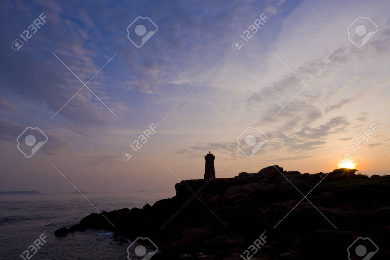 Pors Kamor lighthouse, Ploumanac'h, Brittany, France Stock Photo - 13523594