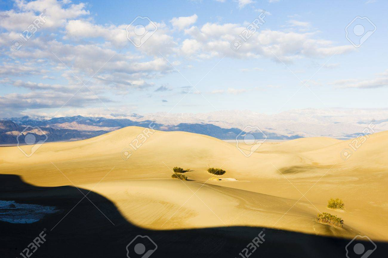 Stovepipe Wells sand dunes, Death Valley National Park, California, USA Stock Photo - 17719829