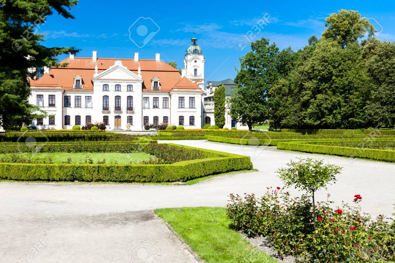 ポーランド、ルブリン県の庭とコ...