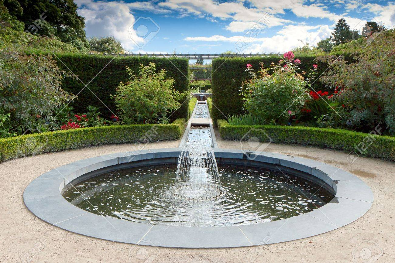 Water Feature In Alnwick Castle Gardens Northumberland Stock Photo