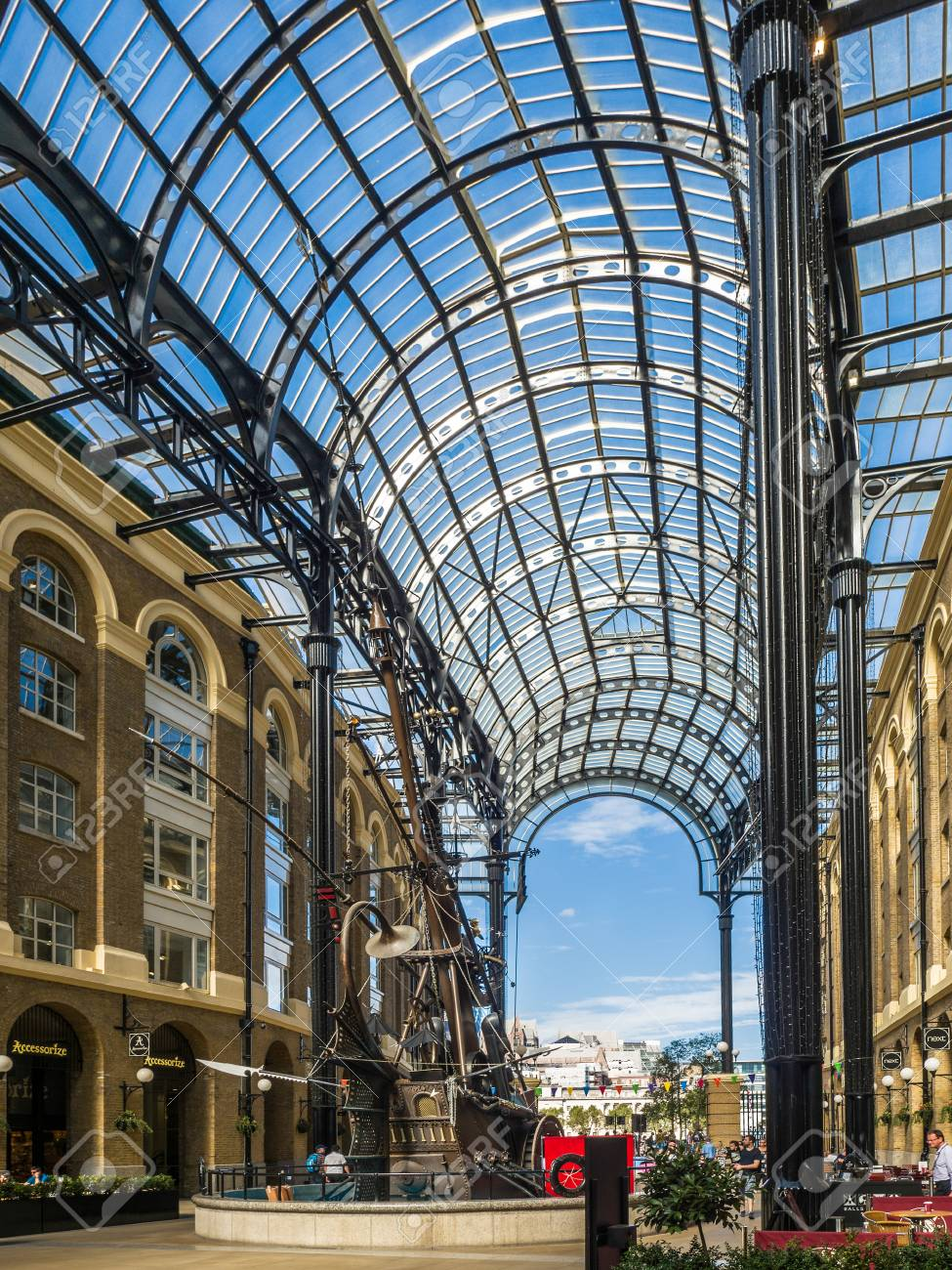 Old And Modern Architecture At Hays Galleria In London Stock Photo