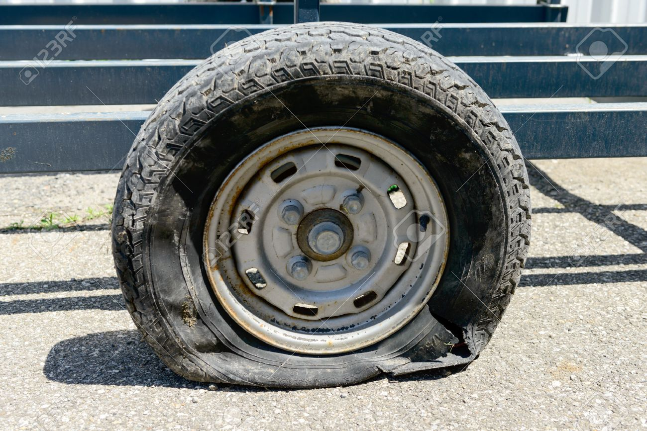 a flat tire on a trailer - 40910128