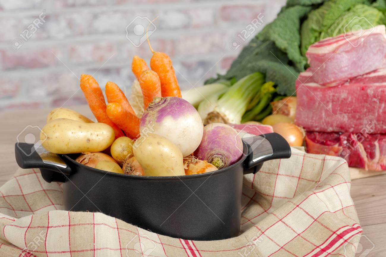 Rindfleisch Und Gemüse Für Die Zubereitung Von Französisch Pot Au