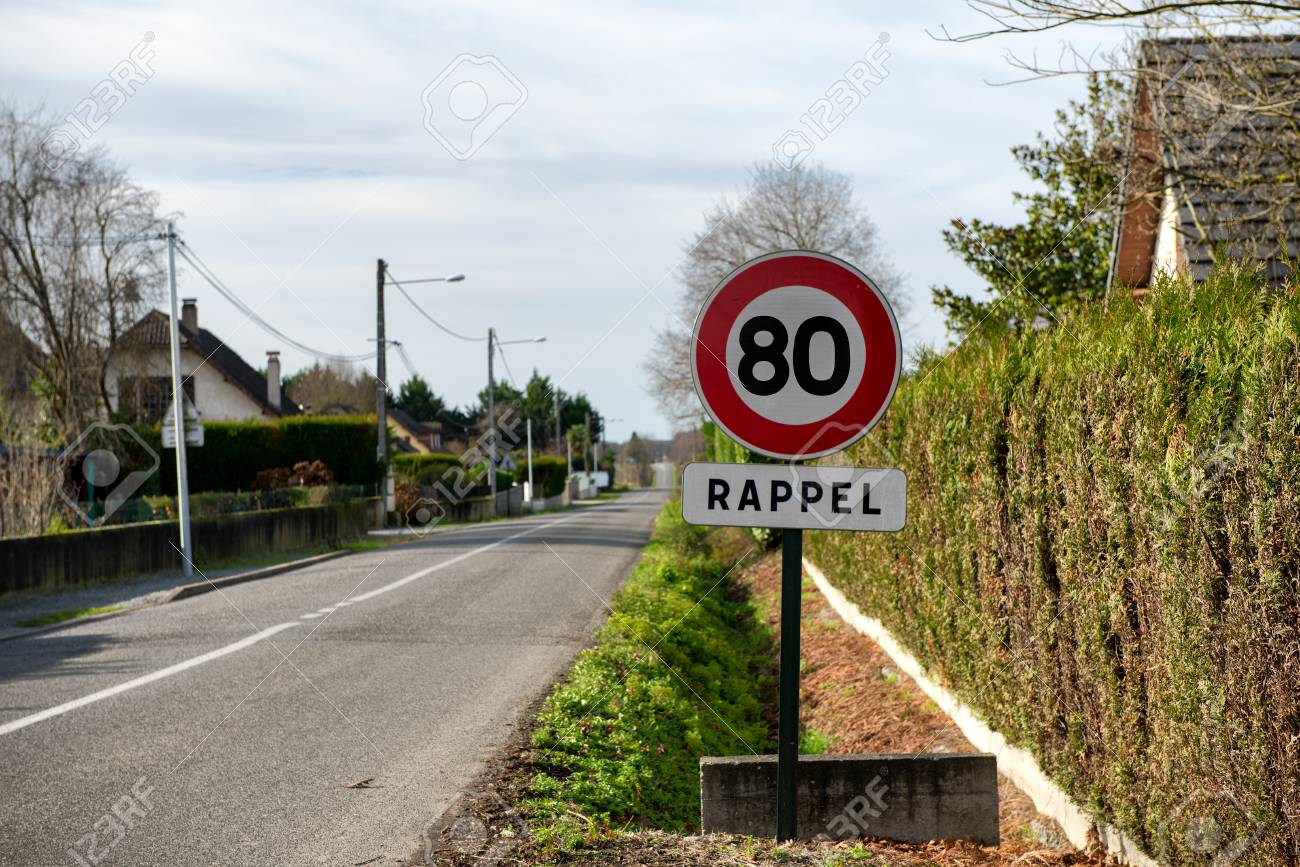 a limit speed at 80 km/h on the french roads - 93199966