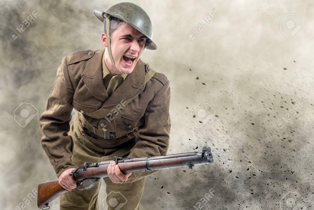 an American World War 1 soldier attack. 1917-18 - 95190232
