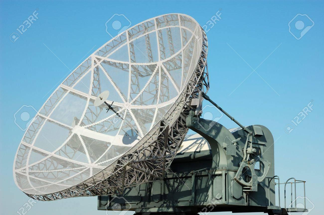 戦術的な軍事衛星放送受信アンテ...