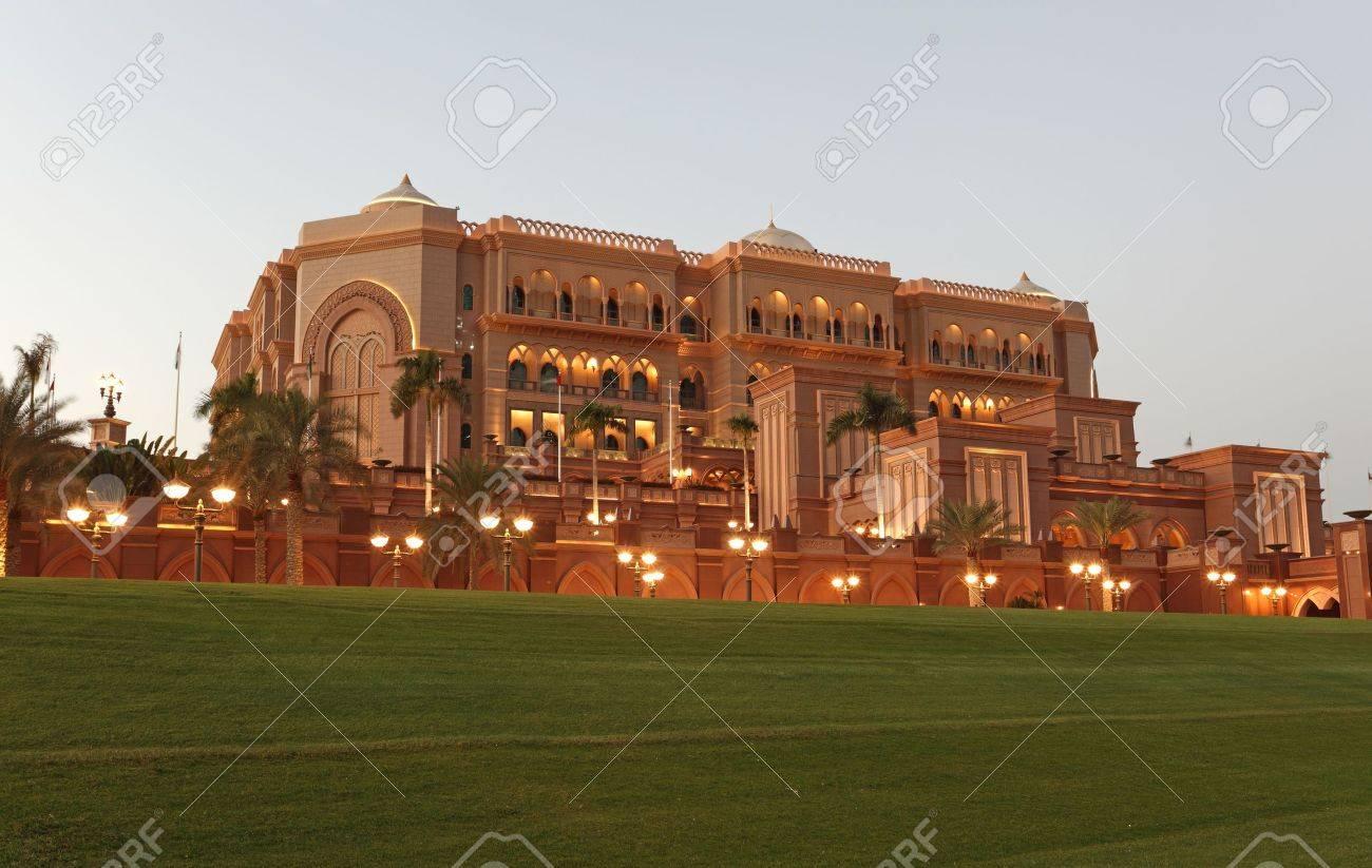 The Emirates Palace in Abu Dhabi, United Arab Emirates Stock Photo - 15293780