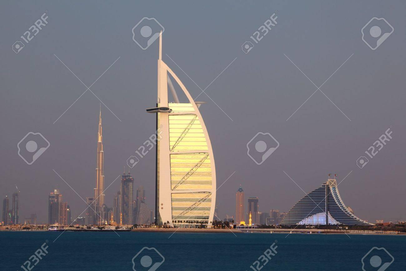 Dubai skyline at dusk, United Arab Emirates Stock Photo - 15744977