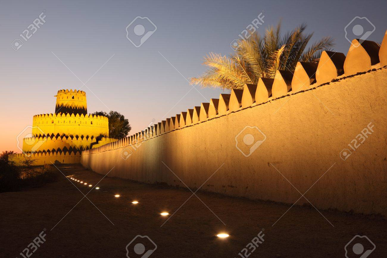 Al Jahili fort in Al Ain, Emirate of Abu Dhabi Stock Photo - 15750568