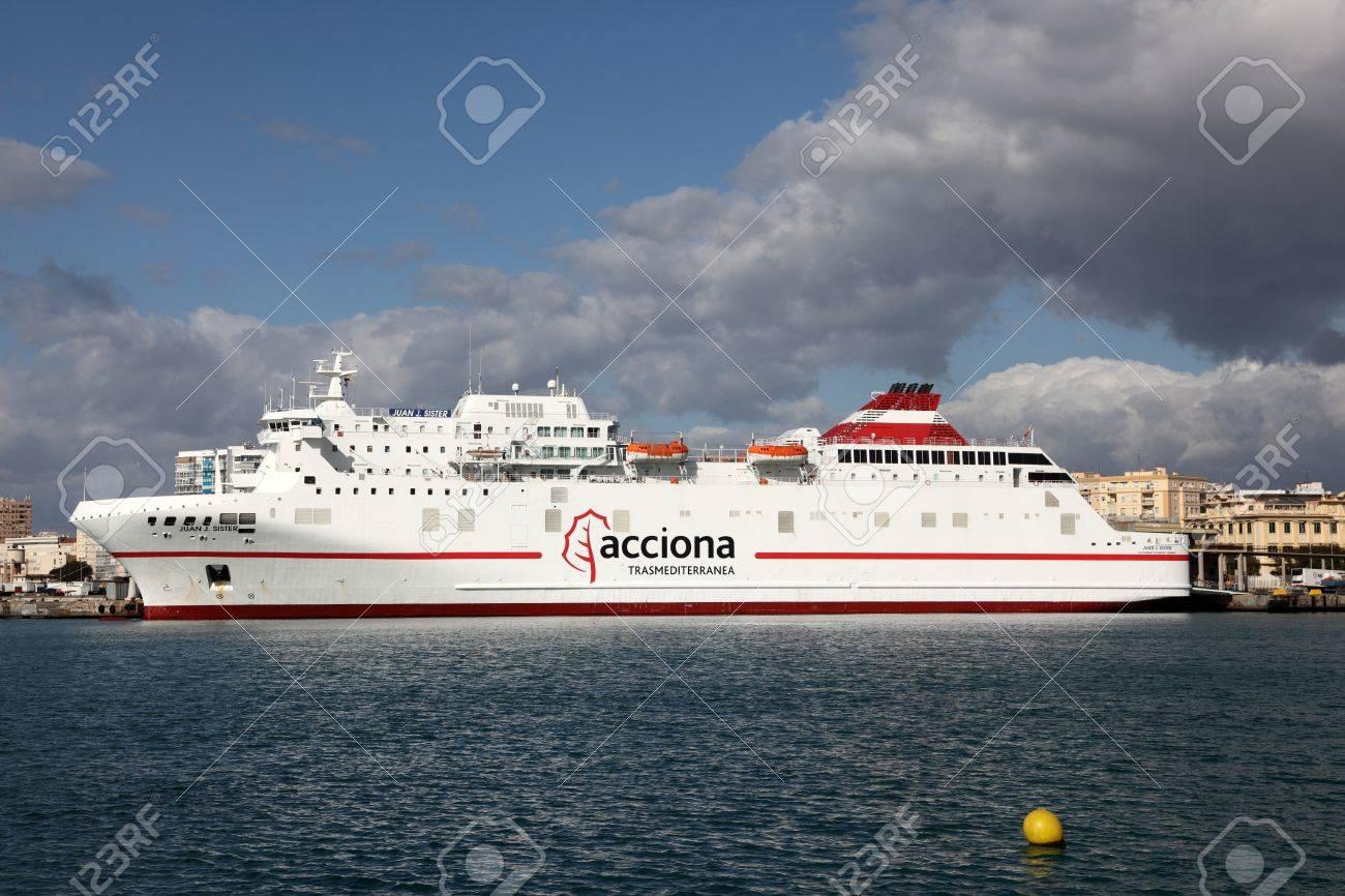 フェリー船マラガ, スペインの港でアクシオナ Trasmediterranea の写真 ...