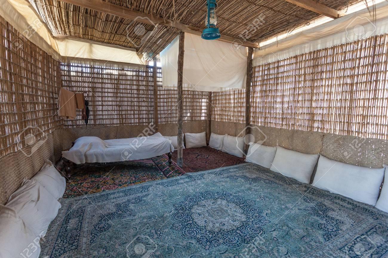 Interieur Midden Oosten : Interieur van een traditionele bedoeïenen tent in het midden