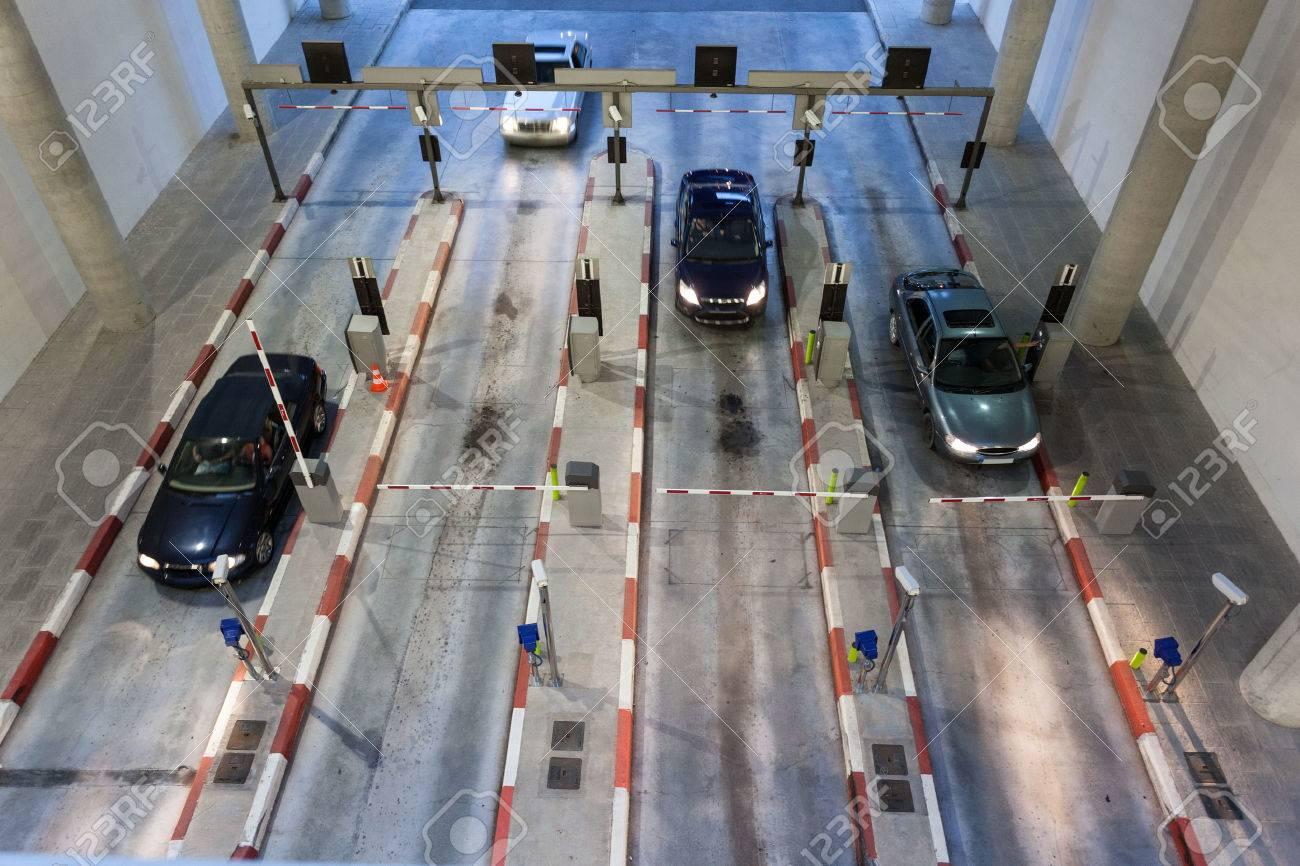 Cars entering a big parking garage Stock Photo - 40936201