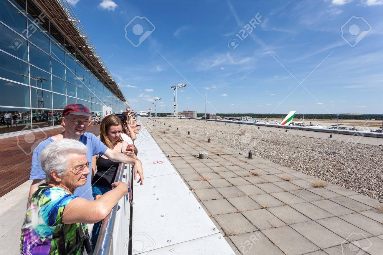 Francfort Alemania 26 De Julio Aviones De Observación De La Gente En La Terraza De Los Visitantes Del Aeropuerto Internacional De Francfort Fra