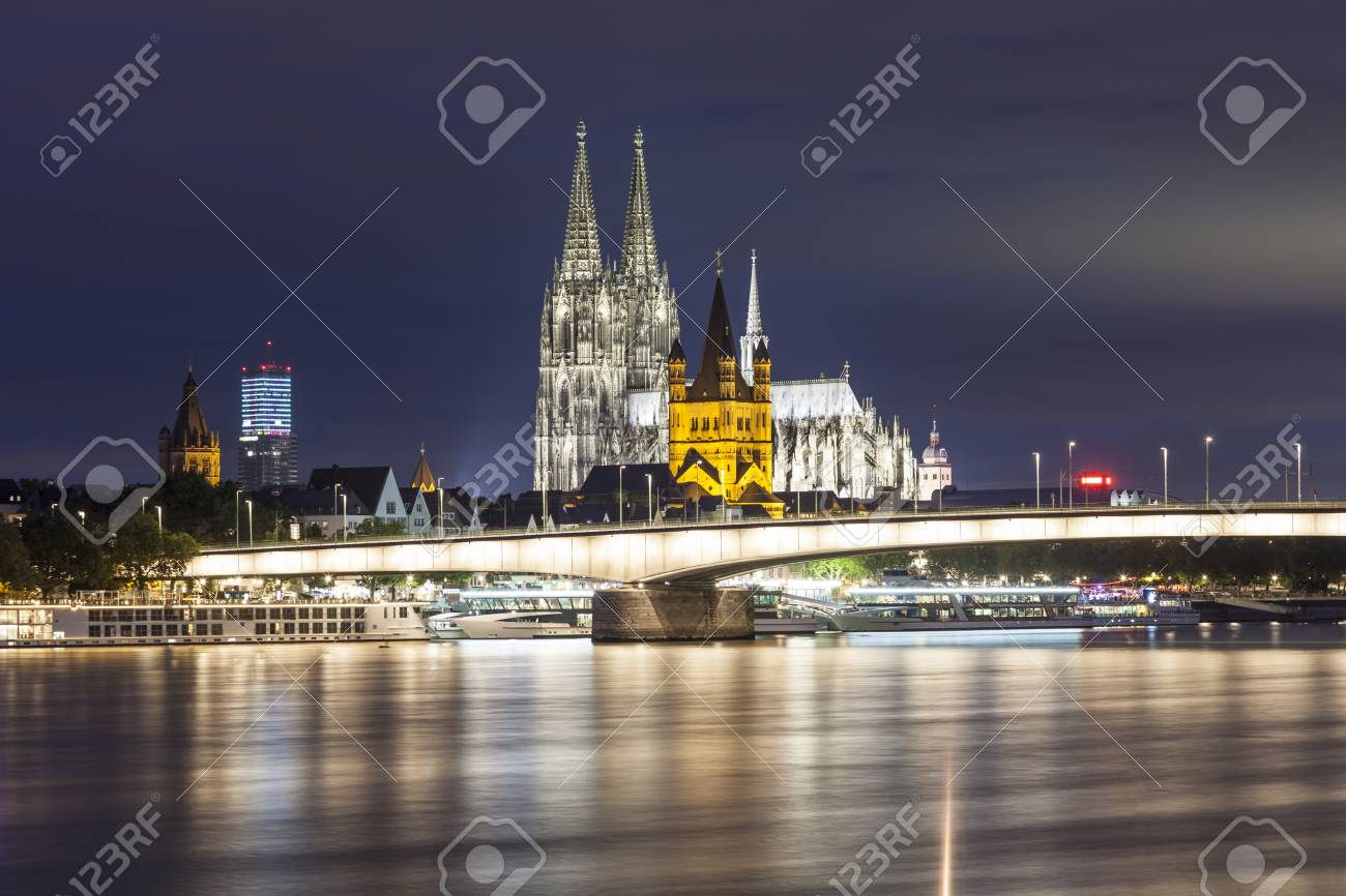 Der Kolner Dom Und Der Grosse St Martin Kirche In Koln In Der Nacht Beleuchtet Nordrhein Westfalen Deutschland Lizenzfreie Fotos Bilder Und Stock Fotografie Image 65865985