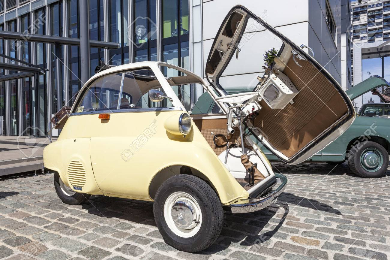 Cologne Germany Aug 7 2016 Historic Bmw 300 Isetta Bubble