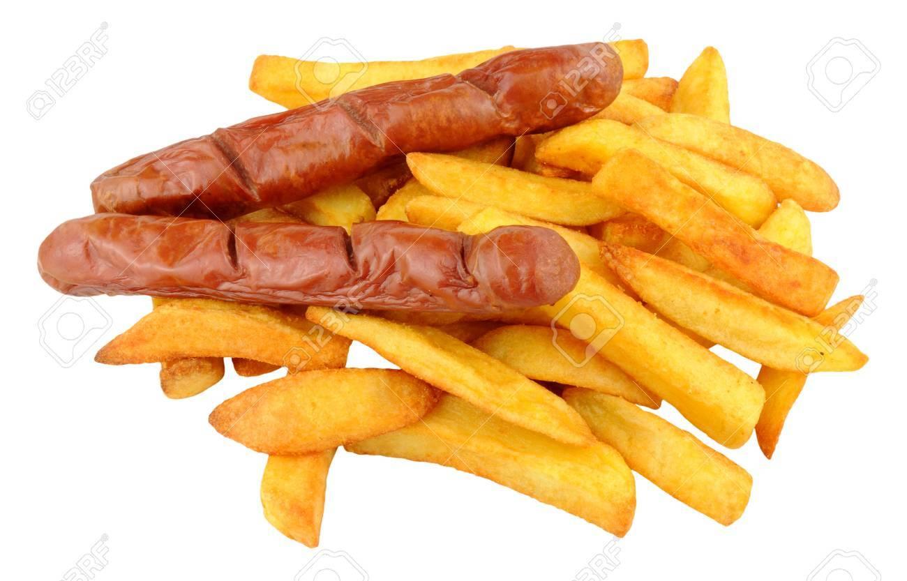 Foto de archivo - Tradicional Inglés Chip Shop chorizo   embutido de cerdo  y patatas fritas aislado en un fondo blanco 1f5bee37ef1d2