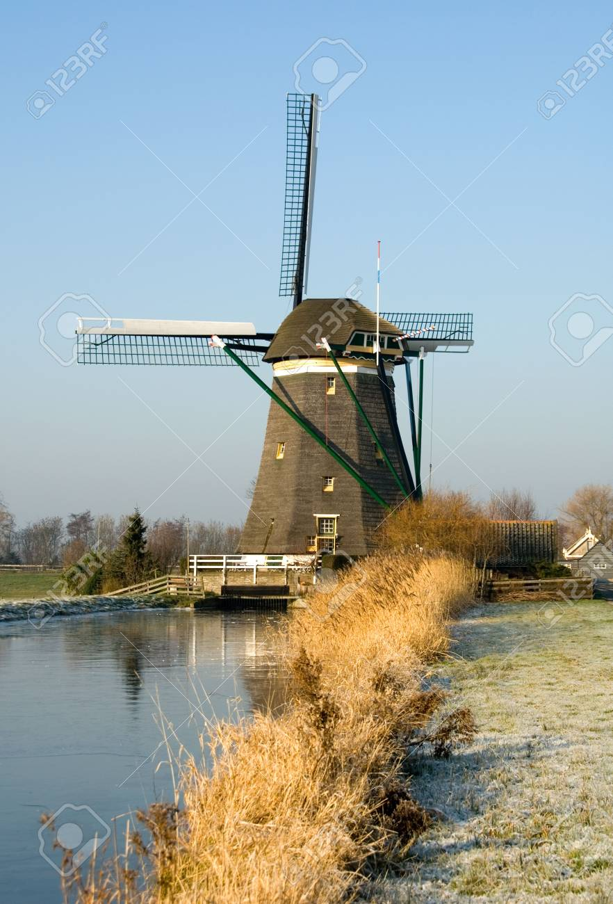A traditional Dutch windmill at Leidschendam, the Netherlands Stock Photo - 5193173