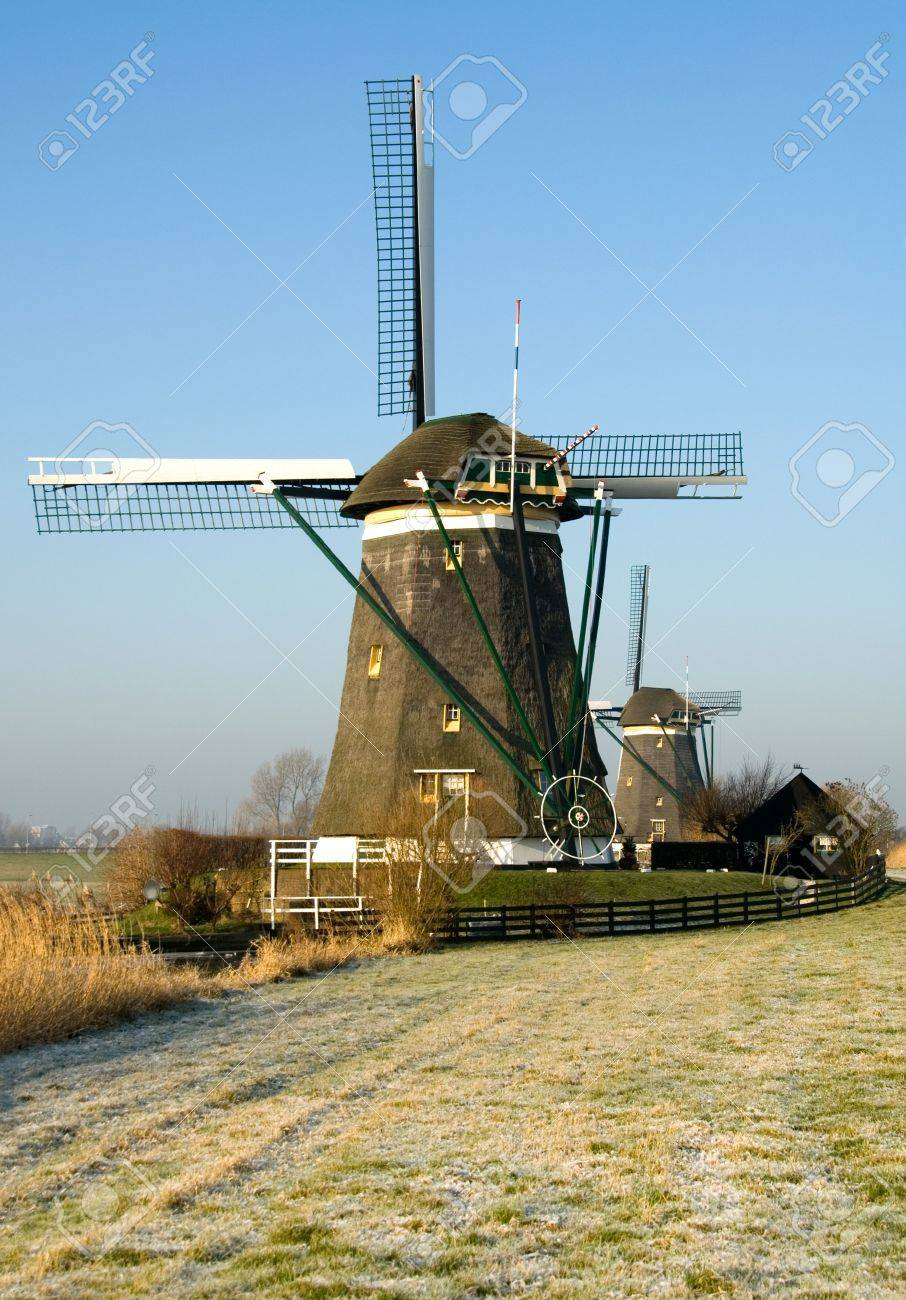 A traditional Dutch windmill at Leidschendam, the Netherlands Stock Photo - 5362164