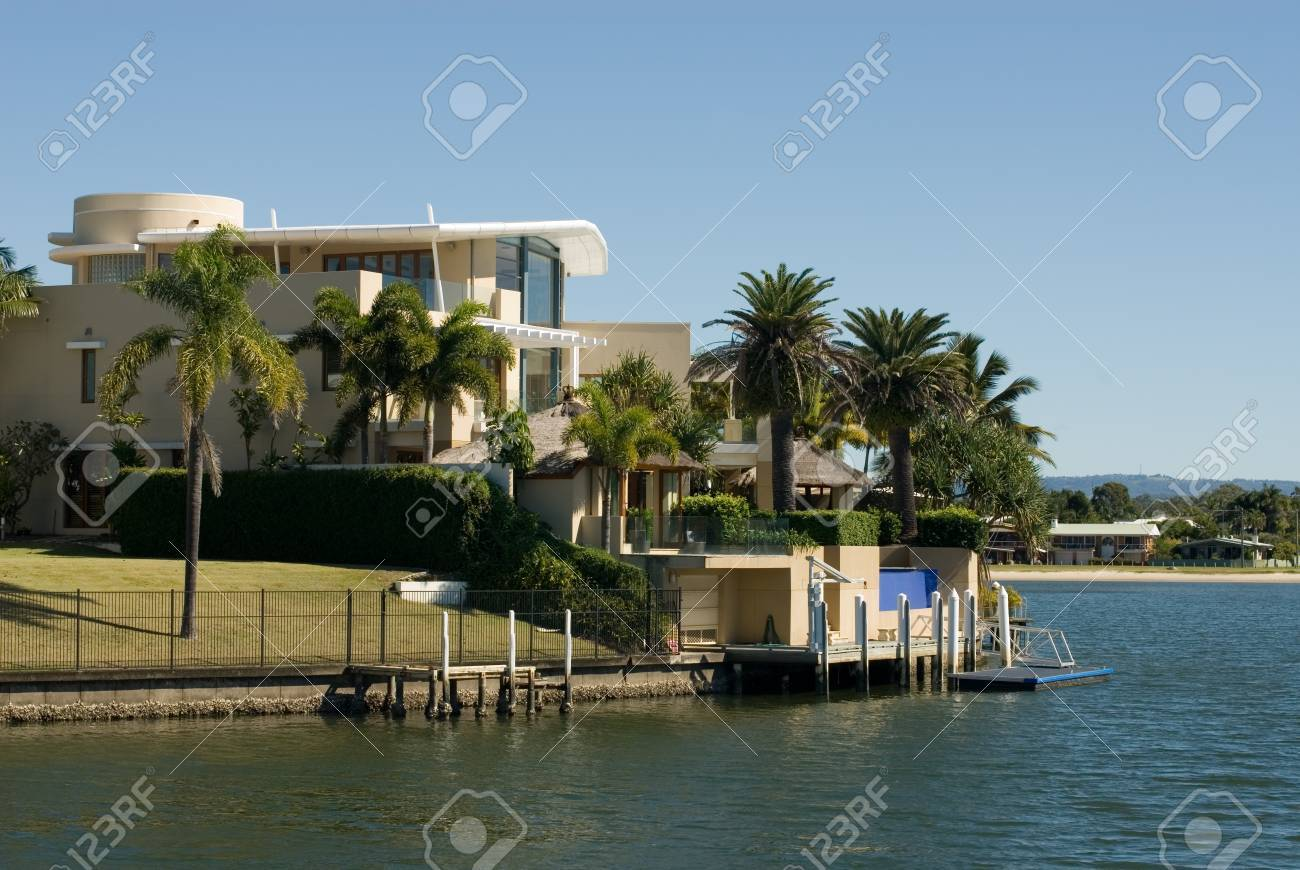 A luxury home on a waterway, Surfers Paradise, Queensland, Australia Stock Photo - 11025648