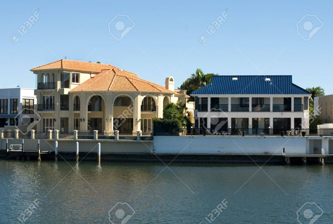 Luxury Homes On A Waterway, Surfers Paradise, Queensland, Australia Stock  Photo   11025645