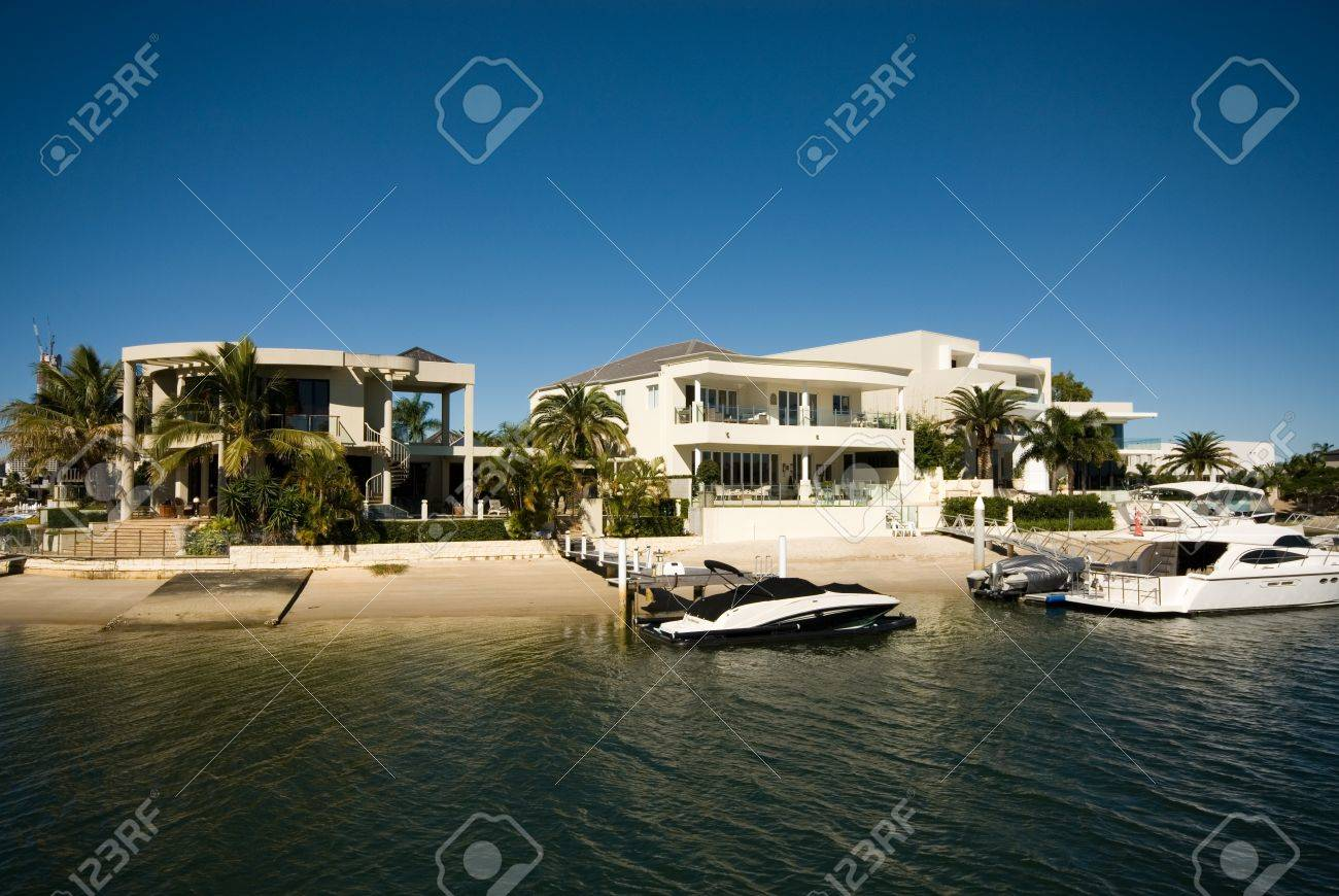 Luxury Homes On A Waterway, Surfers Paradise, Queensland, Australia Stock  Photo   11025664