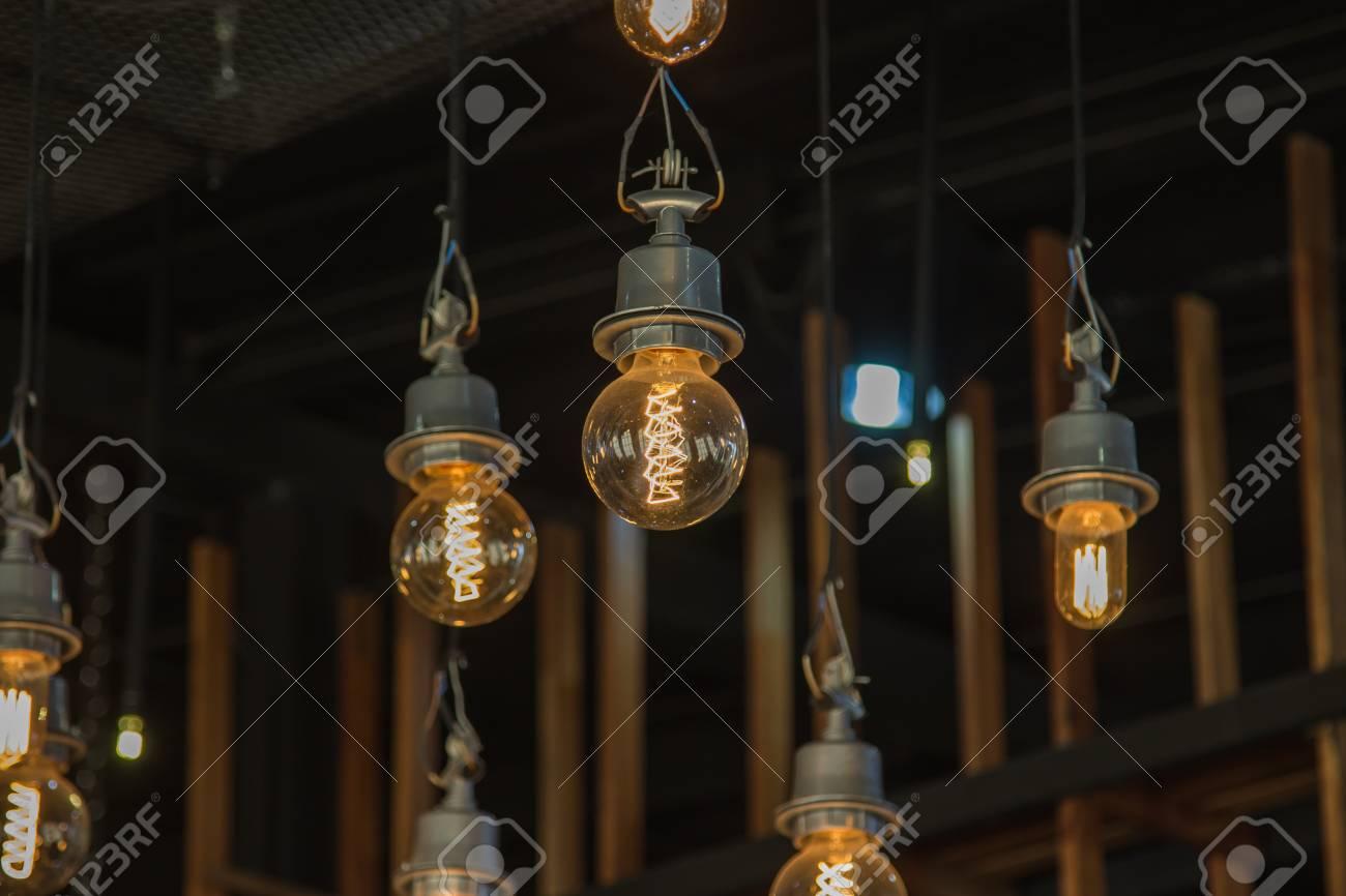 Kronleuchter Birnen ~ Exploded kronleuchter mit glühbirnen von ontwerpbureau
