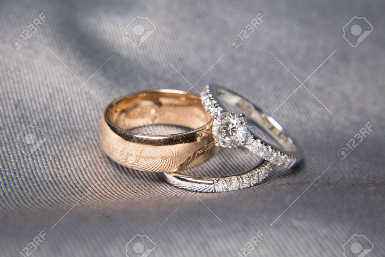two wedding rings with diamond on platinum rings - 64042902
