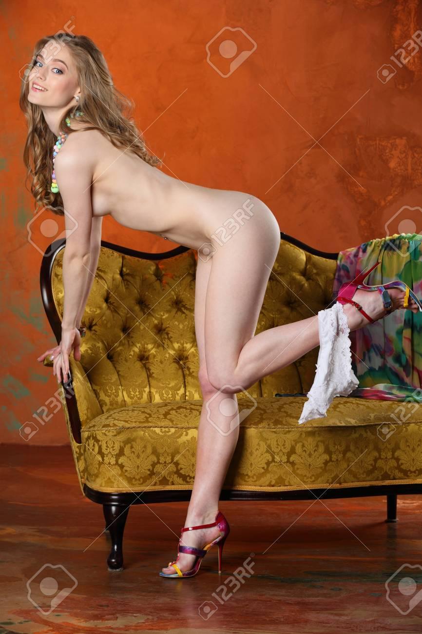Mädchen nackt blondes dünnes Mädchen niedlich
