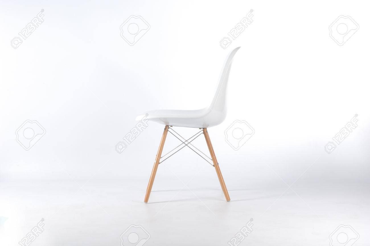 Eames Stuhl Weiß White Background Standard Bild   41922764