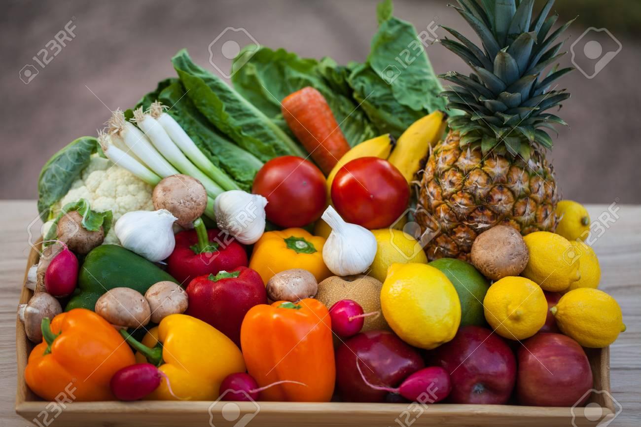5c079388ce Raw Bio-Obst Und Gemüse Lizenzfreie Fotos, Bilder Und Stock ...